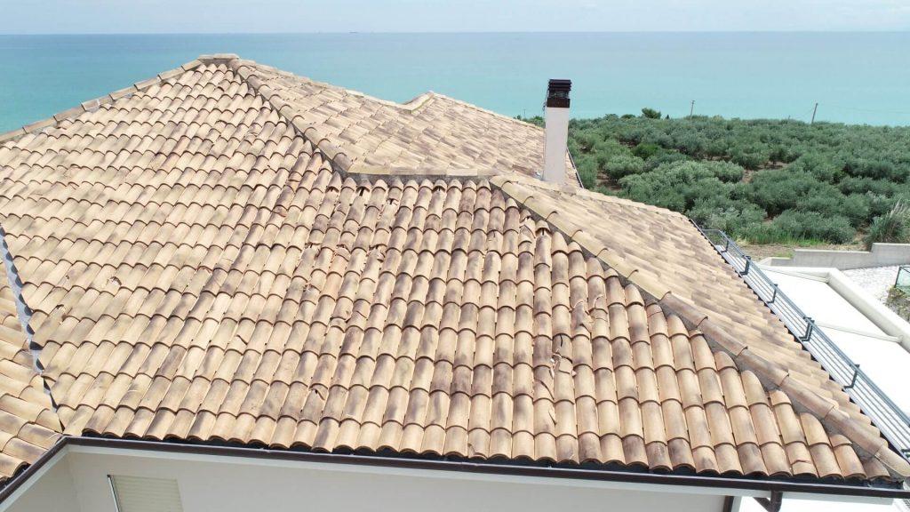 ispezione tetto dopo grandine